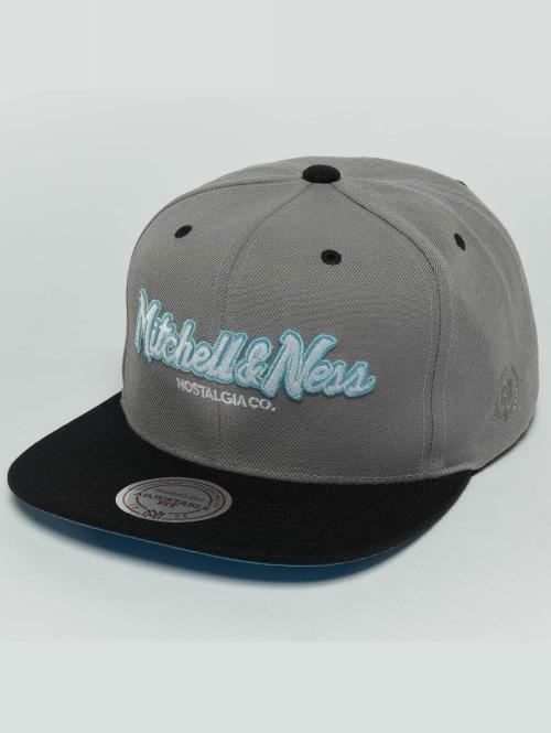 Mitchell & Ness Snapback Cap Weekend 2 Flat Visor grau