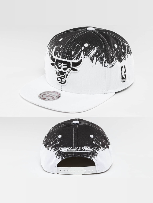 Mitchell & Ness snapback cap Spatter Chicago Bulls wit