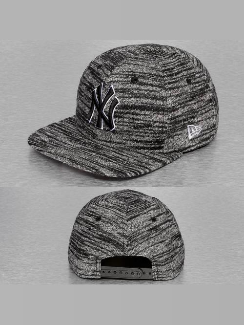 New Era Snapback Jersey Fleck NY Yankees šedá