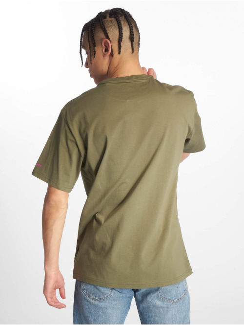Converse T-Shirt Tilted Star Chevron olive