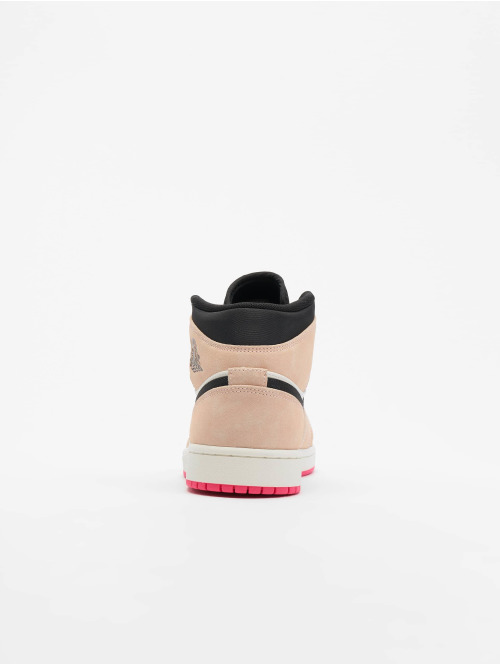 Jordan Sneaker 1 Mid SE beige