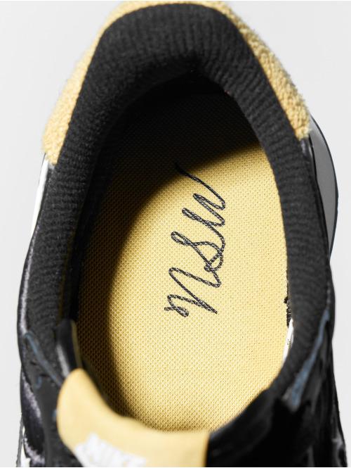 Nike Sneaker Internationalist Heat schwarz