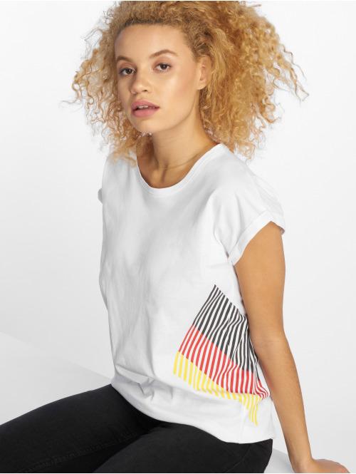 Thug Life t-shirt  DEBretro T-Shirt White...