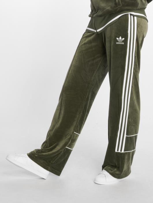 adidas originals Спортивные брюки Track зеленый