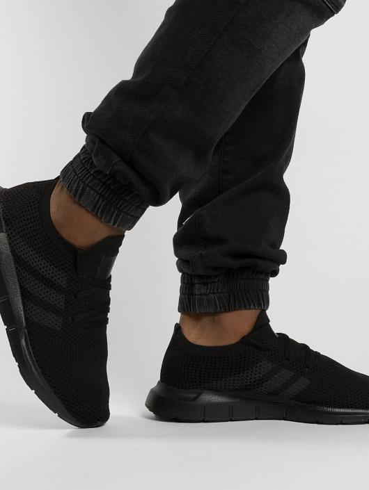 adidas originals Baskets Swift Run Pk noir