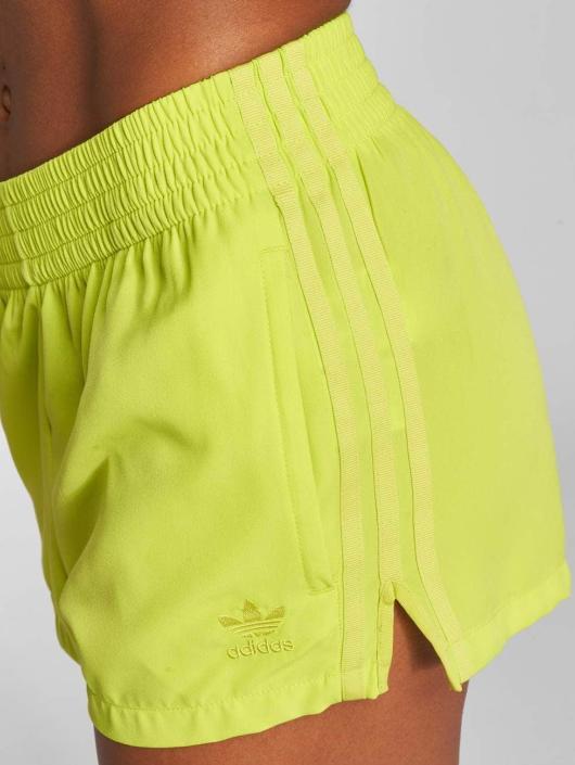 adidas originals Short Highwaist yellow