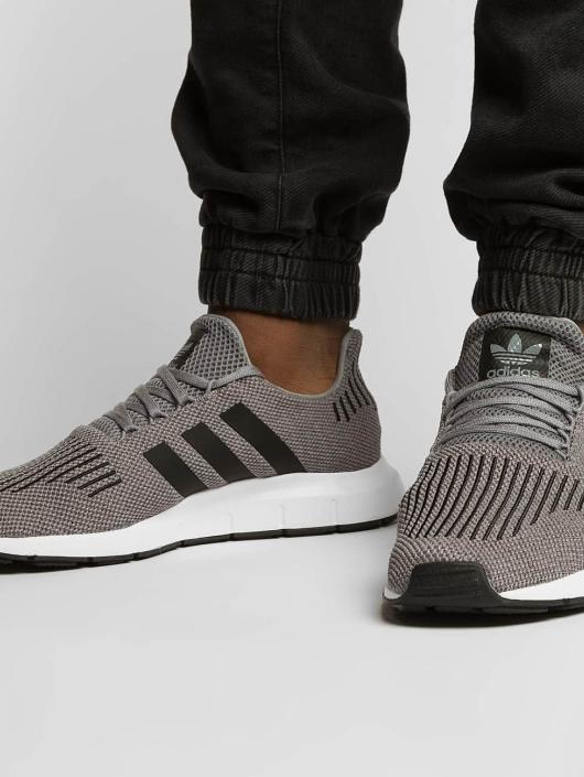 adidas originals Sneaker Swift Run grau