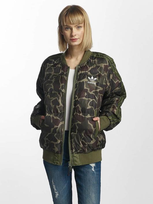 3ca37d16c549 ... adidas originals Winterjacke PW Hu Hiking SST Pure camouflage ...