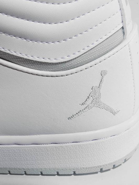Jordan Sneakers Heritage white