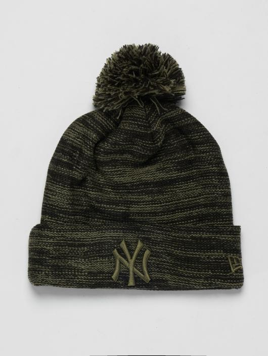 New Era Winter Bonnet MLB Cuff New York Yankees olive