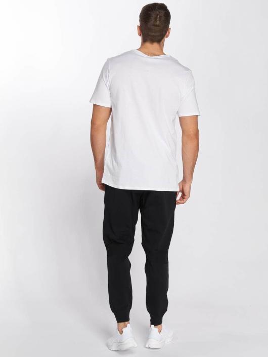 Nike Спортивные брюки Sportswear Tech Knit черный