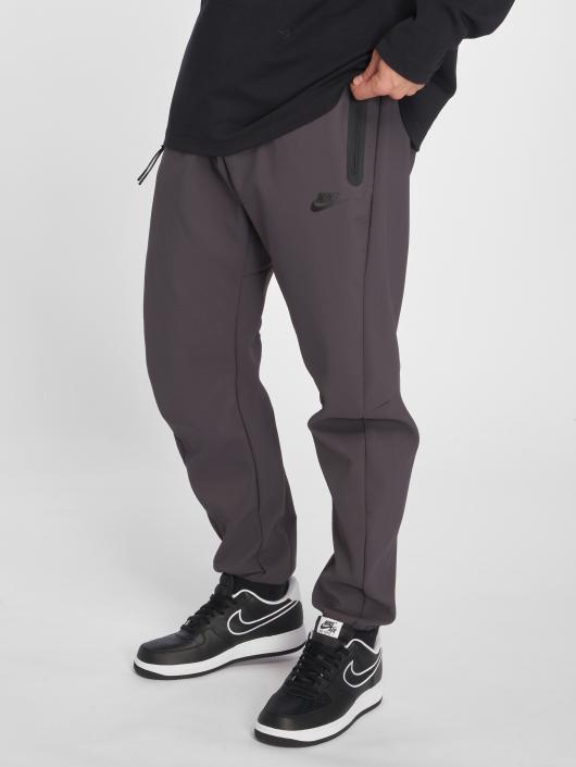 63c13e3fad665e Nike Herren Jogginghose Tech Pack in grau 502286