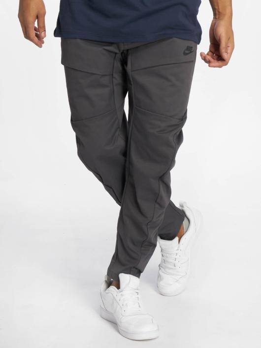 nike herren jogginghose sportswear tech pack in grau 540499. Black Bedroom Furniture Sets. Home Design Ideas