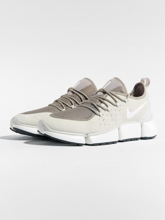 Nike Sneakers Pocket Fly Dm brown