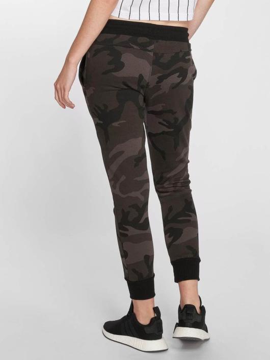 Urban Classics Spodnie do joggingu Camo Terry moro