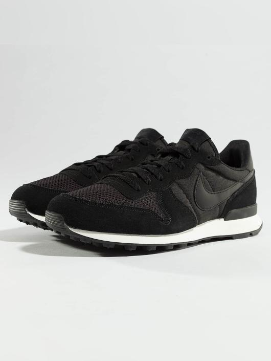 nike internationalist noir
