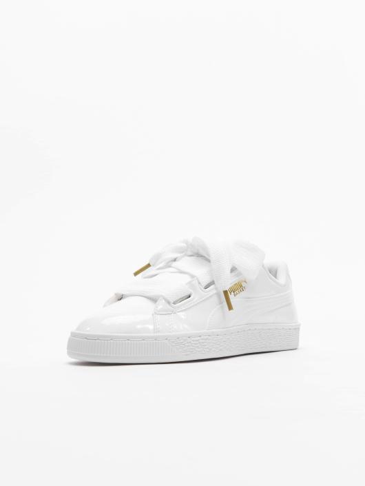 usine authentique bc81f faec4 Puma Basket Heart Patent Sneakers Puma White