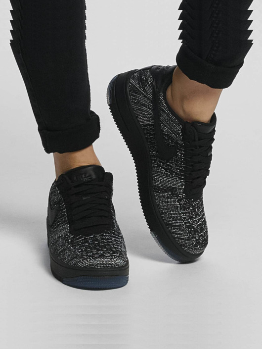 Nike Baskets Flyknit Low noir