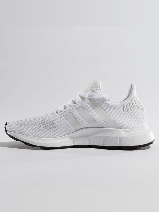 adidas originals Sneakers Swift Run bialy