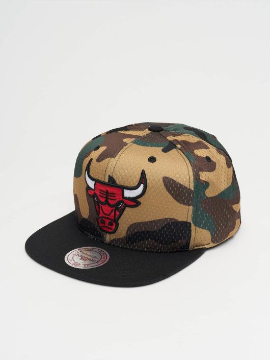 7e1ba450692b9 ... Mitchell & Ness Casquette Snapback & Strapback Woodland Chicago Bulls  Cover camouflage ...