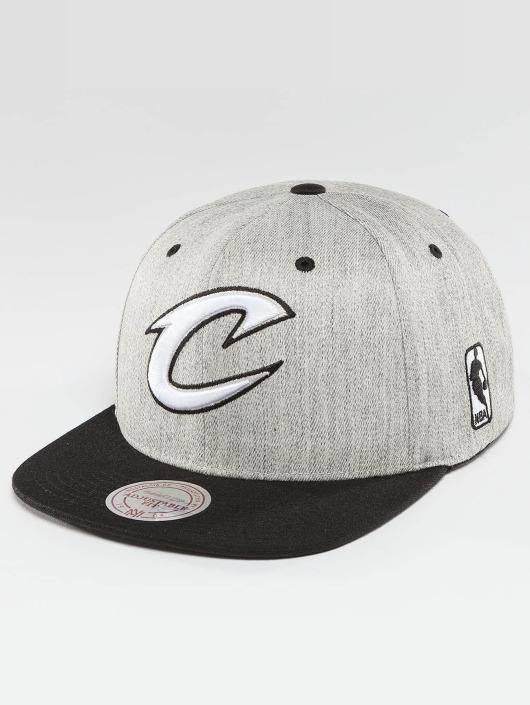 Mitchell & Ness Gorra Snapback NBA 3-Tone Logo Cleveland Cavaliers gris