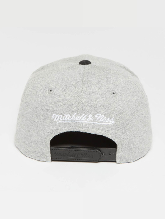 Mitchell & Ness Snapback Cap The 3-Tone NBA Cleveland Cavaliers grey