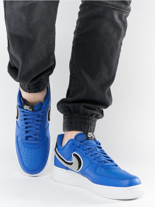 Nike Sneaker Air Force 1 '07 Lv8 blau