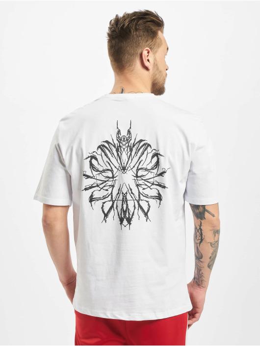 Aarhon T-skjorter Chaos hvit