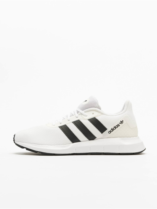 adidas Originals Сникеры Swift Run RF белый