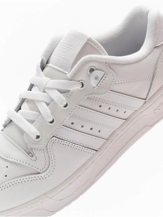 adidas Originals Сникеры Rivalry Low белый