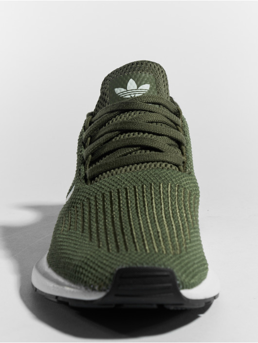 adidas originals Сникеры Swift Run W зеленый