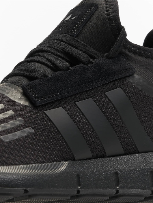 adidas originals Сникеры Swift Run Barrier черный