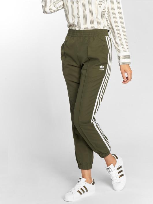 adidas originals Спортивные брюки Regular Tp Cuf оливковый