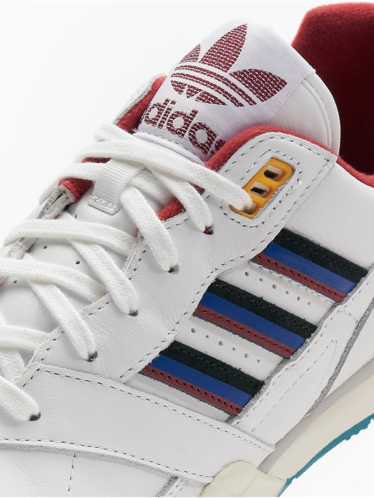 adidas originals Baskets A.R. Trainer blanc
