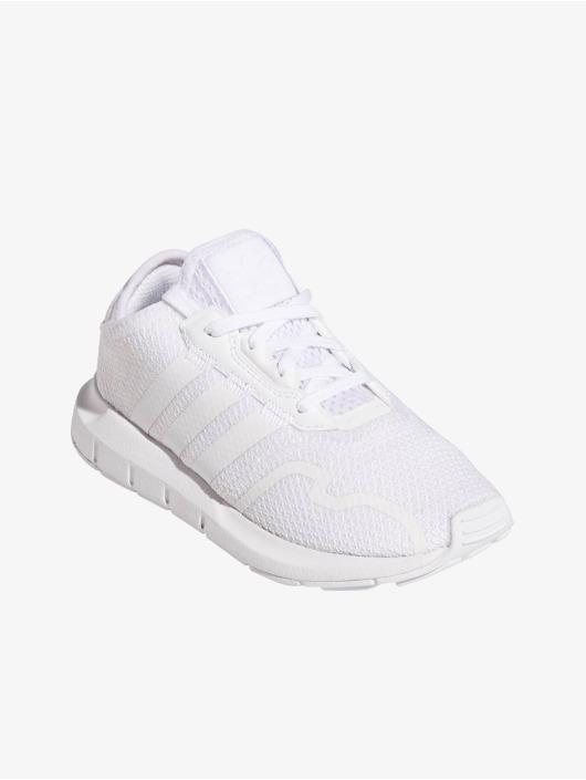 adidas Originals Baskets Swift Run X C blanc