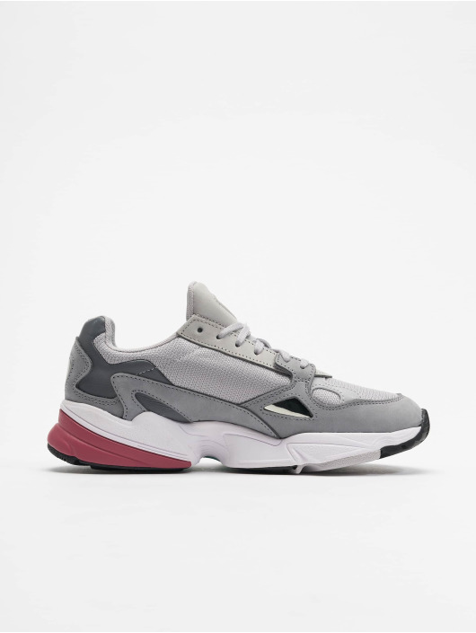 adidas originals Baskets Falcon W gris