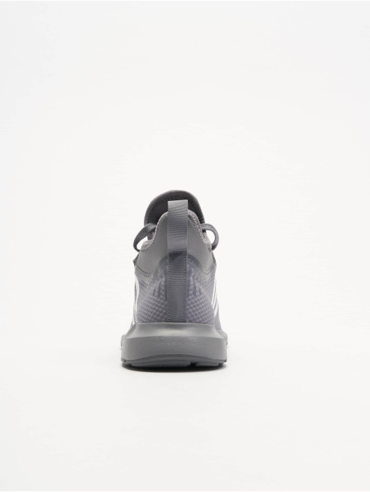 adidas originals Baskets Swift Run Barrier gris