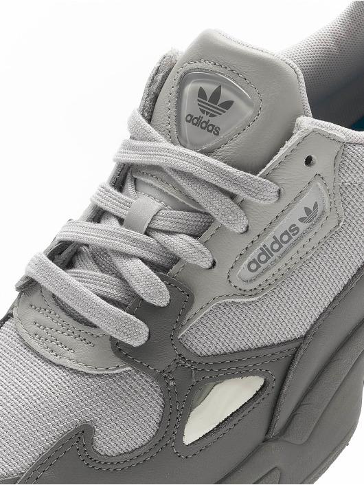 adidas Originals Baskets Falcon gris