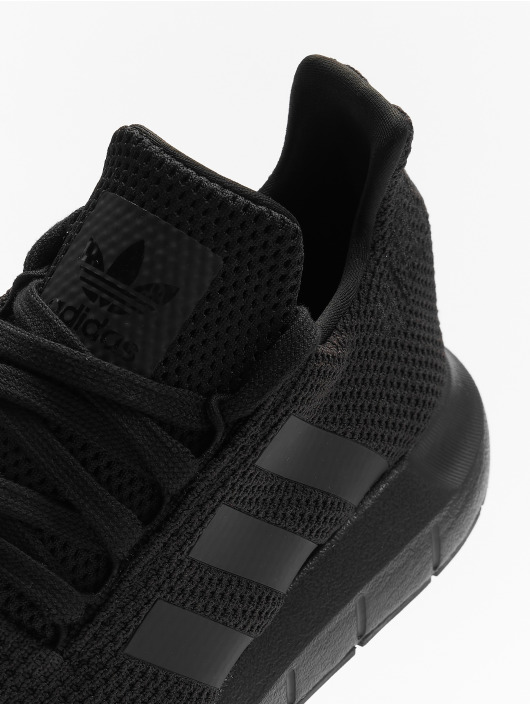 adidas originals Baskets Swift Run noir