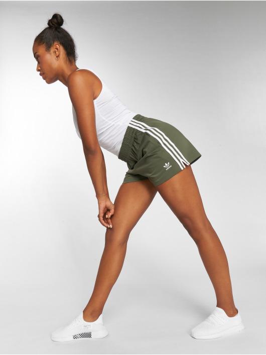 adidas originals Shorts 3 Stripes grün