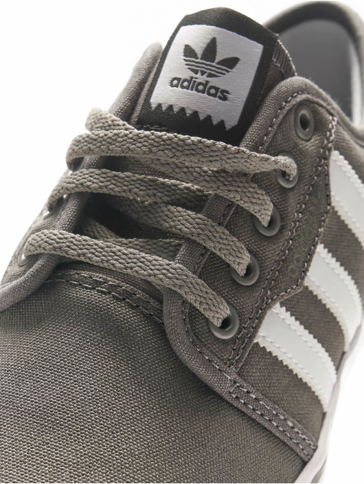 adidas originals Sneaker Seeley grau