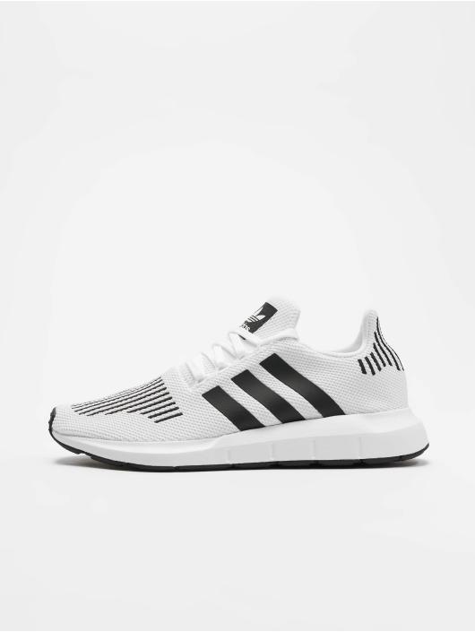 04853dcff19 adidas originals Sko / Sneakers Swift Run i hvid 543406