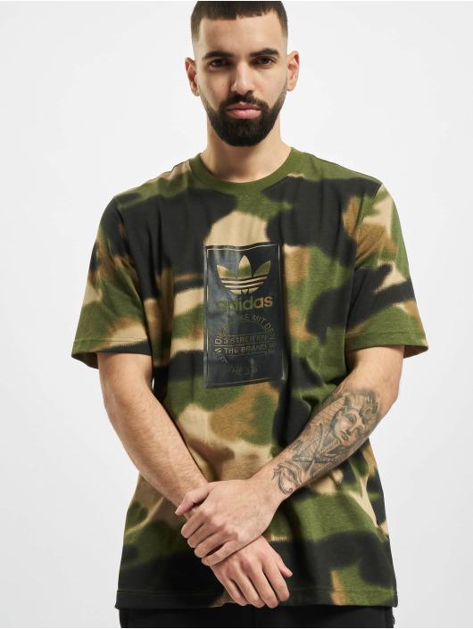 adidas Originals T-shirt Camo Aop Tongue oliva