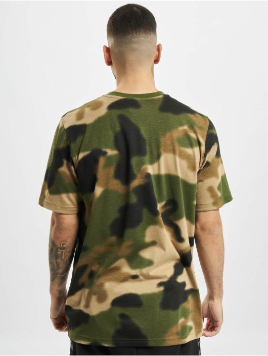 adidas Originals T-Shirt Camo Aop Tongue olive