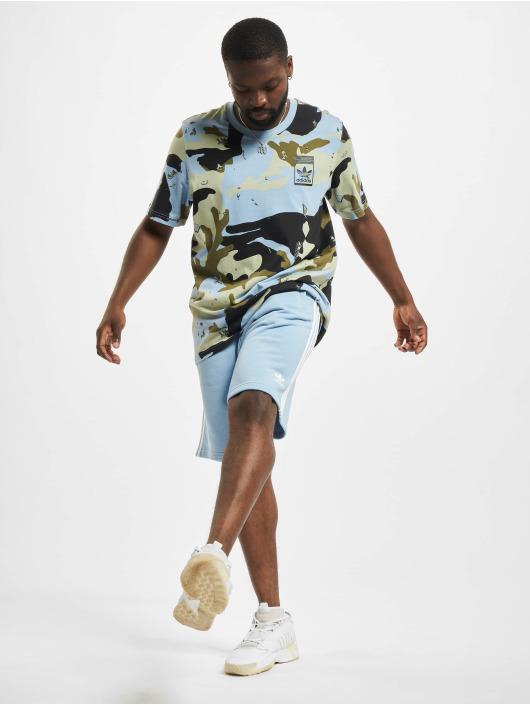 adidas Originals T-shirts Camo AOP blå