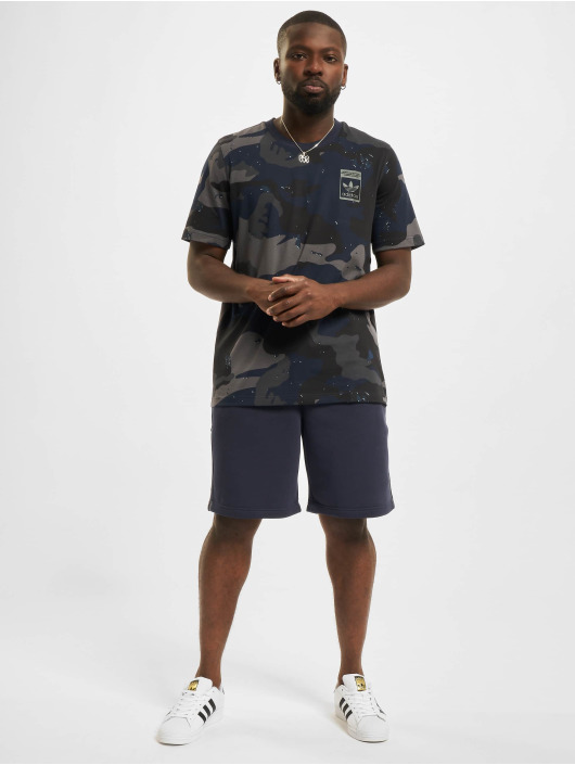 adidas Originals T-skjorter Camo AOP blå