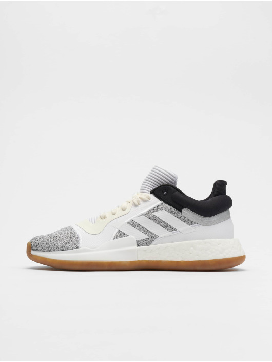 adidas Performance Snejkry Marquee Boost Low Basketball Shoes O bílý