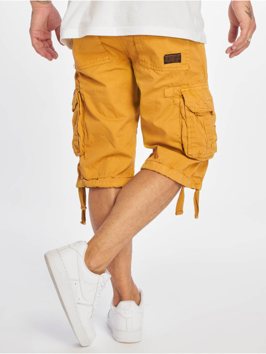 Alpha Industries shorts Jet geel