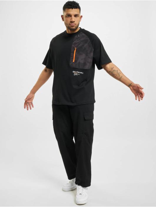 Cayler & Sons t-shirt MNTN Camo Pocket Raglan Box zwart
