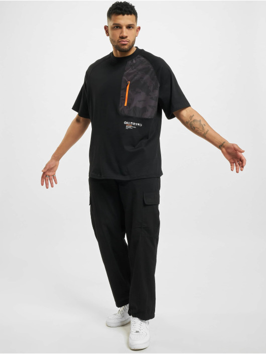 Cayler & Sons T-Shirty MNTN Camo Pocket Raglan Box czarny